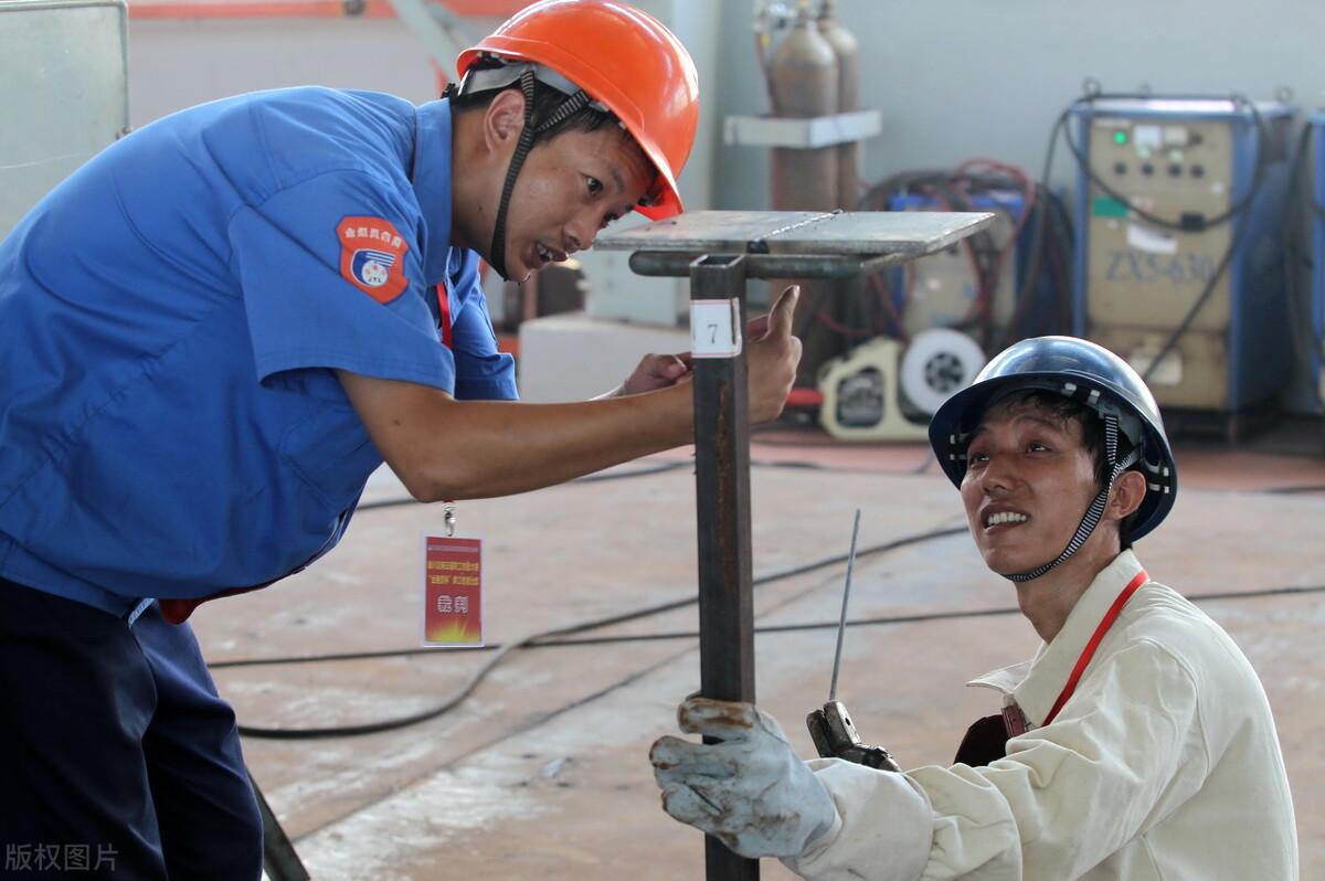 电焊工证快速办理,深圳住建局焊工证办理。